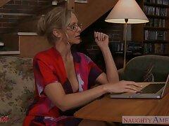 Adolescente recibe una lección de mamá sexo casero trios viendo porno
