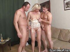 Rumano lesbianas porno anal trio casero suave y húmedo juguete sabor tan bueno