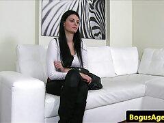 Maya Nguyen levantó al videos de trios caseros xxx portero para oler la ropa interior.
