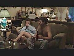 Carolyn desnuda se porno casero español trios acuesta en un acogedor Sofá.