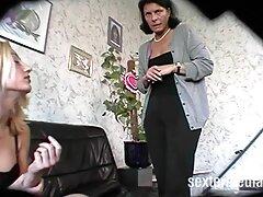 Elegante francés nena a tientas lencería tacones altos pies trios caseros videos medias