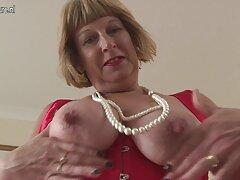 Heidi trios caseros argentinos Mae Yankee masturbándose