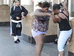 La mujer baila el ataúd y luego regresa para una xxx videos caseros de trios mamada